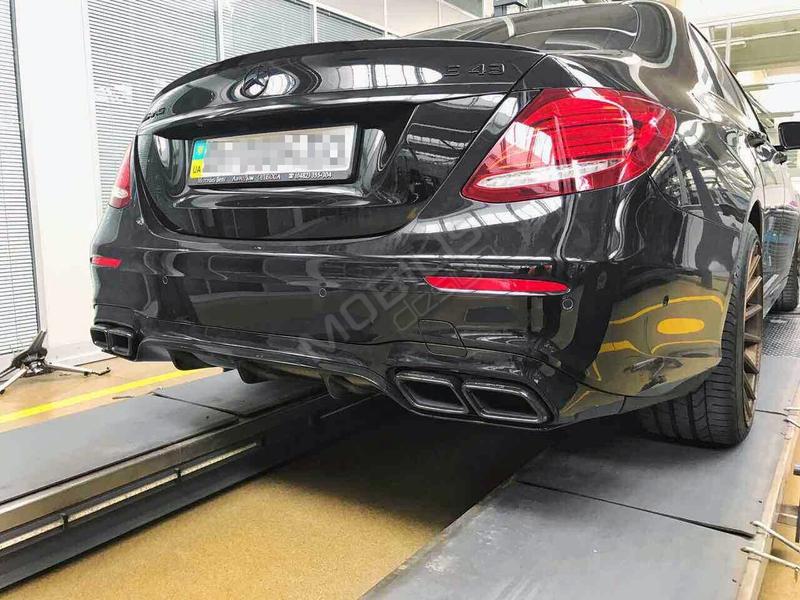 Mercedes-Benz E 43 2017 - установка диффузора и насадок на гулишетель E 63 от AMG