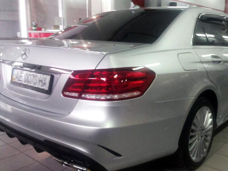 Mercedes-Benz E220 2013 - установка заднего бампера и насадок на выхлопную систему E63 от AMG.