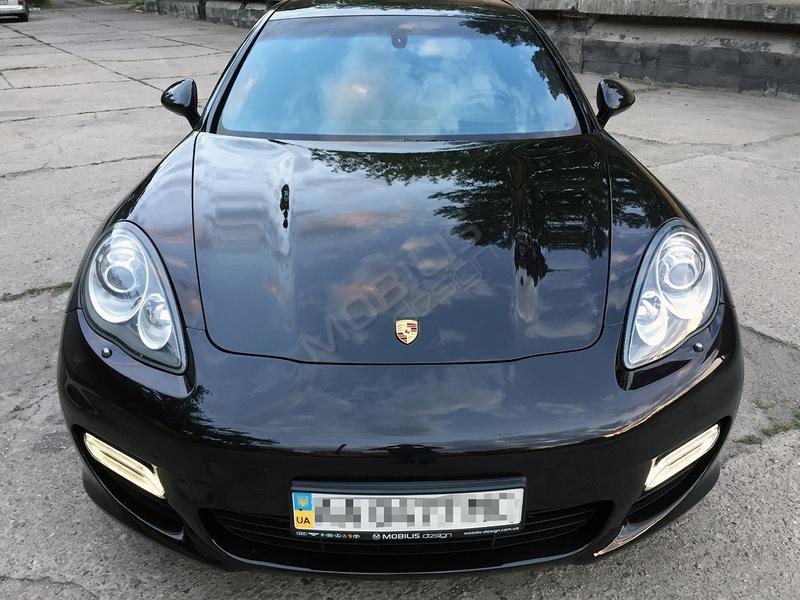 Porsche Panamera 2010 - замена хромированных элементов на Graphite Grey + установка именных порогов с подсветкой